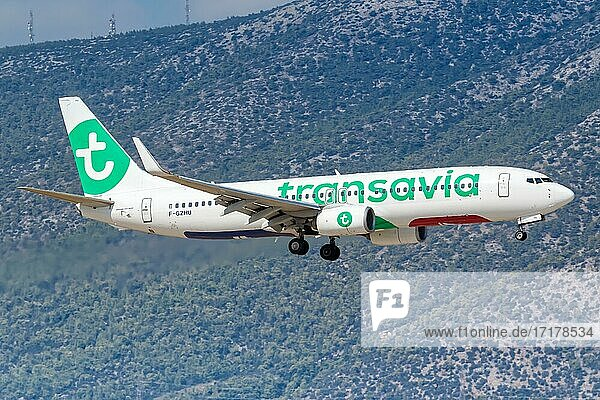Eine Boeing 737-800 der Transavia mit dem Kennzeichen F-GZHU auf dem Flughafen Athen (ATH)  Athen  Griechenland  Europa