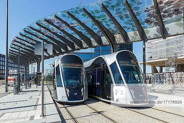 Straßenbahn Luxtram Straßenbahn Tram Bahn Nahverkehr Haltestelle Luxexpo  Luxemburg  Europa