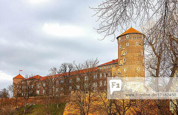 Krakau  Polen  Die Mauer und Wälle des Königsschlosses Wawel