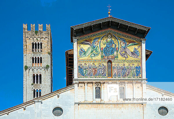 Lucca  Italy   the facade of San Frediano basilica with the Byzantine and Romanesque mosaic on the top