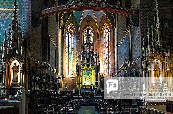 Krakau  Polen  Das Kirchenschiff der Franziskanerkirche
