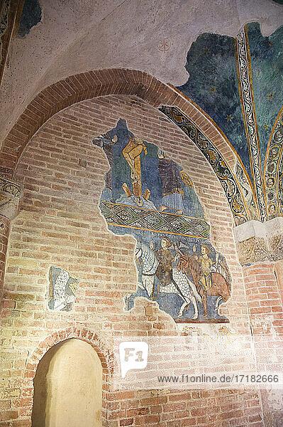 Italien  Europa  Piemont  Asti  Albugnano  Monferrato  Abtei von Vezzolano. Christlich-katholische Kirche im römisch-gotischen Stil. Fresko
