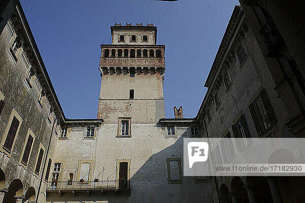Europa  Italien  Pavia  Chignolo Po  Schloss Procaccini ex Cusani Visconti.