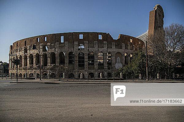 Italien  Latium  Rom  das Kolosseum