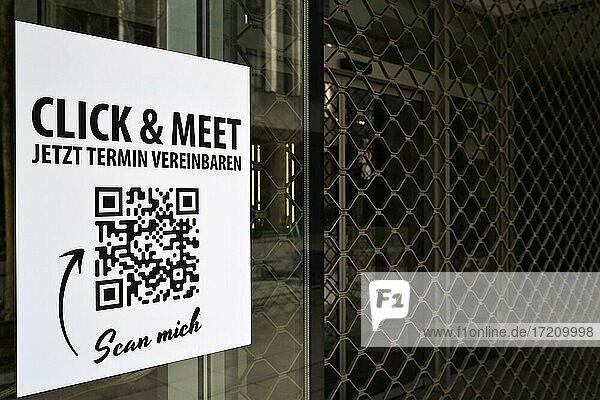 Click & Meet Shopping mit QR-Code  digitale Kontaktnachverfolgung im Einzelhandel  Corona-Krise  Stuttgart  Baden-Württemberg  Deutschland  Europa