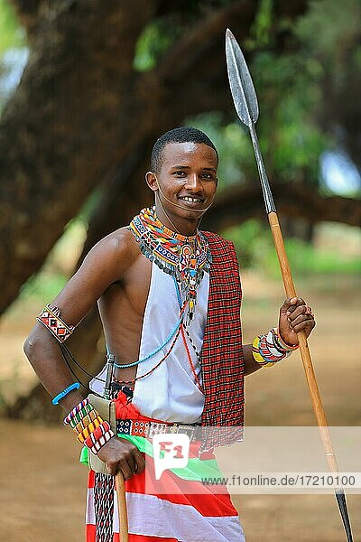 Samburu Krieger mit Speer  Portrait  Samburu National Reserve  Kenia  Afrika