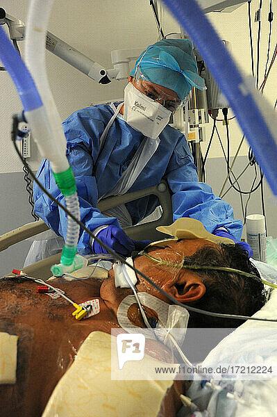 Medizinische Intensivstation covid-19 Medizinische Intensivstation covid-19