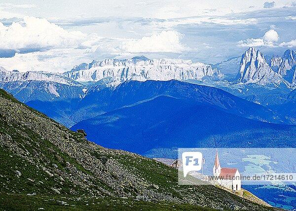 Suedtirol; Provinz Bozen; Landschaft; Eisacktal  Klausen. Latzfons  Latzfonser - Kreuz| South Tyrol; Alto Adige; landscape; Val d'Isarco  Chiusa  Lazfons  croce di Lazfons