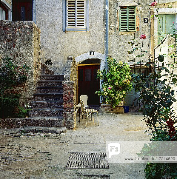 Hinterhof  Haus  altes Haus  Backyard  house  old house  kroatien  croatia