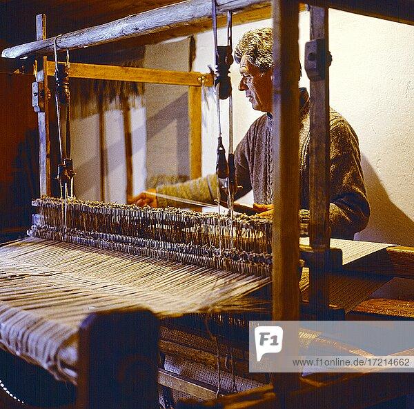 Menschen; Handwerk  Mann  Weber  Weben People; artisan; weavers  man