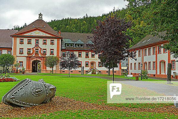 Kurgarten  Kopf  Heiliger Sankt Blasius  Rathaus  Stadtverwaltung  Herbstlaub