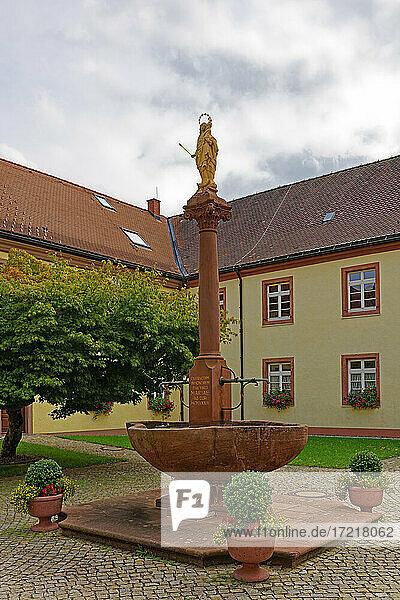Klostergelände  Marienbrunnen