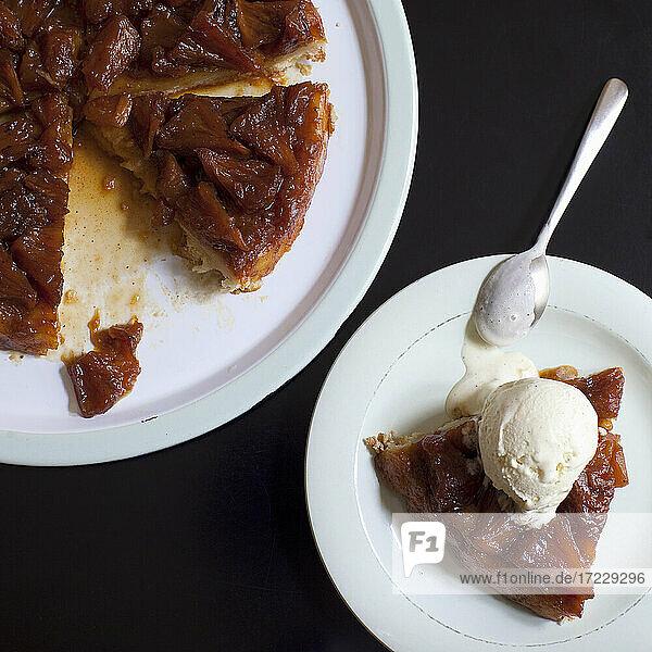 Upside Down Pinapple Pie (USA)
