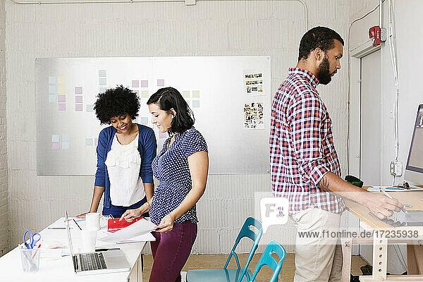 Leute im Büro von Small Business  Start-up