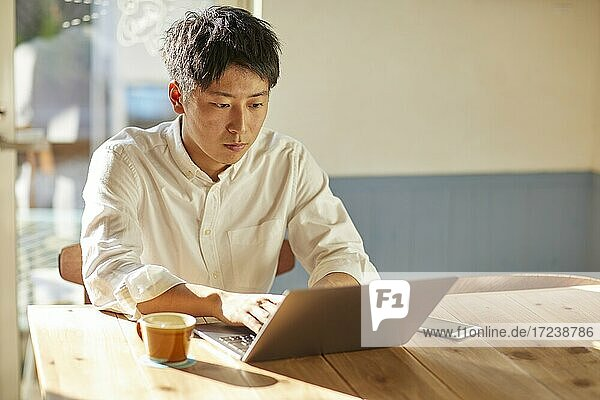 Young Japanese man at a cafe