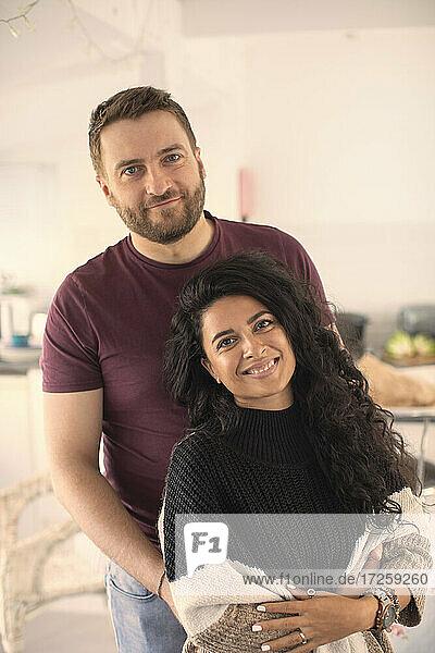Porträt glückliches Paar zu Hause
