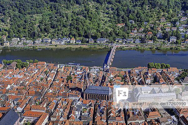 Luftaufnahme der Großstadt Heidelberg  UNESCO-Global-Geopark Bergstraße-Odenwald  Baden-Württemberg  Bergstraße  Odenwald  Süddeutschland  Deutschland  Europa.