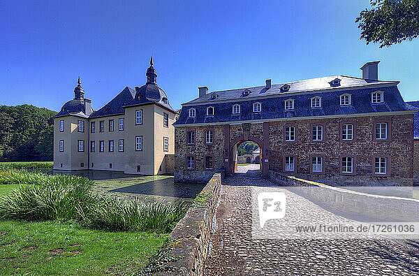 Schloss Eicks bei Mechernich am Rande der Eifel in Nordrhein-Westfalen  Wasserschloss  Deutschland  Europa