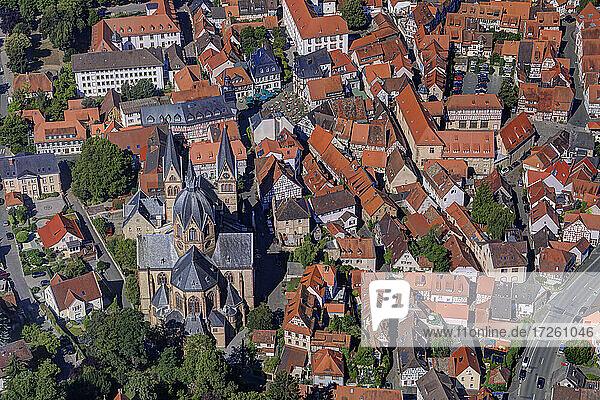 Luftaufnahme der Altstadt von Heppenheim an der Bergstraße mit dem Dom  der Pfarrkirche St.Peter  UNESCO-Global-Geopark Bergstraße-Odenwald  Hessen  Odenwald  Süddeutschland  Deutschland  Europa.