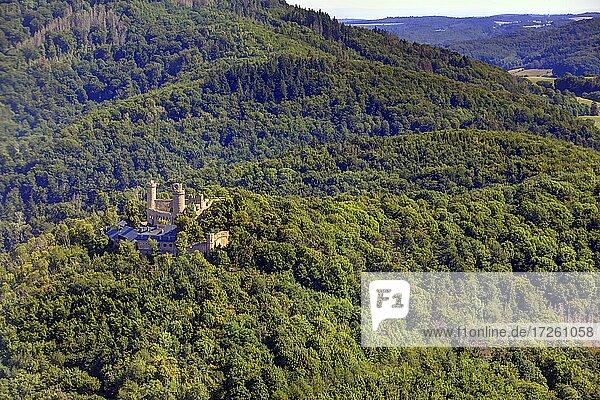 Luftaufnahme des Auerbacher Schlosses in Bensheim  Auerbach  UNESCO-Global-Geopark Bergstraße-Odenwald  Hessen  Bergstraße  Odenwald  Süddeutschland  Deutschland  Europa.
