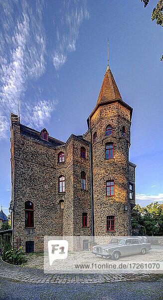 Burg Satzvey in Nordrhein-Westfalen in Satzvey in der Eifel  Deutschland  Europa  Wasserschloss.