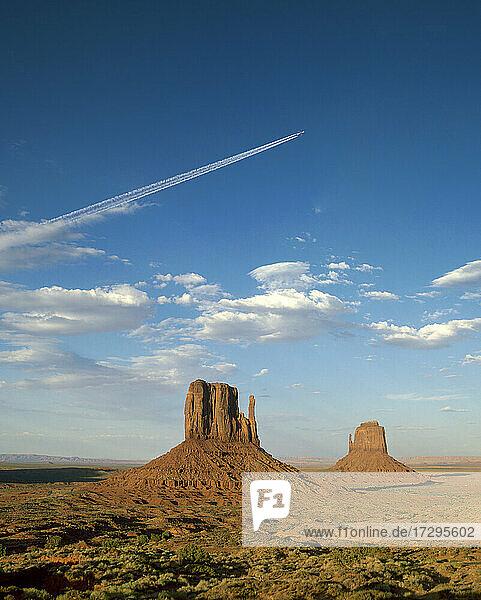 Arizona  Monument Valley Tribal Park  West und East Mitten Buttes im Monument Valley
