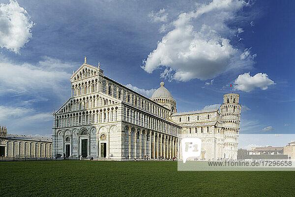 Italien  Toskana  Pisa  Kathedrale von Pisa und Schiefer Turm