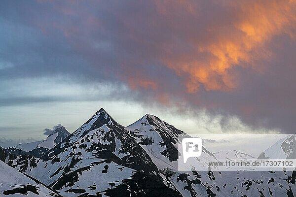 Gipfel von Großglockner  Sonnenwelleck  Fuscherkarkopf  Abendstimmung  Großglockner Hochalpenstraße  Nationalpark Hohe Tauern  Salzburg  Österreich  Europa