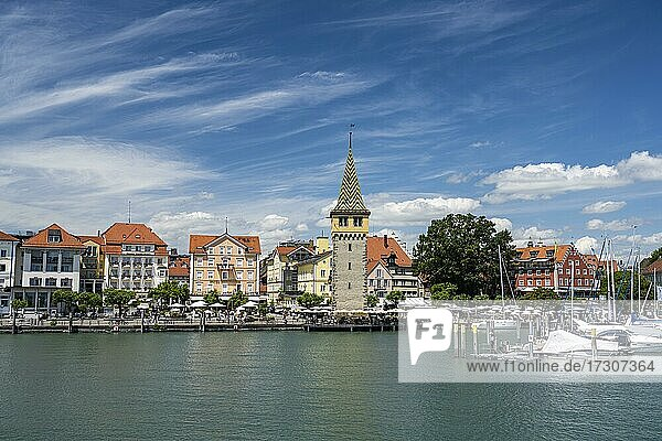 Hafen mit Mangturm  Insel Lindau  Lindau am Bodensee  Schwaben  Deutschland  Europa