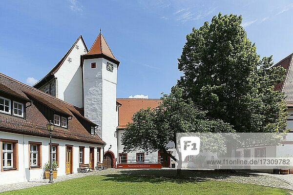 Markgrafenschloss  auch Altes Schloss  17. Jahrhundert  Schlosshof mit Aischgründer Karpfenmuseum  Markgrafenmuseum und Schlosscafe  Neustadt an der Aisch  Mittelfranken  Franken  Bayern  Deutschland  Europa