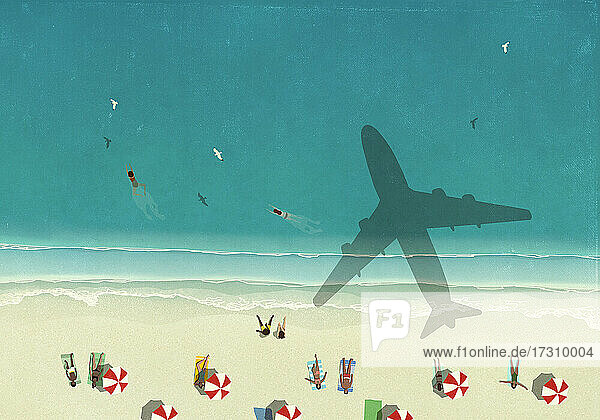 Luftbild Schatten des Flugzeugs fliegen über Touristen auf sonnigen Ozean Strand