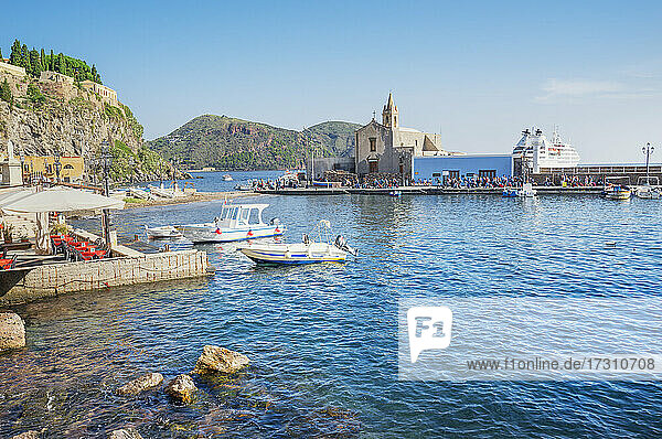 Marina Corta harbour  Lipari Town  Lipari Island  Aeolian Islands  UNESCO World Heritage Site  Sicily  Italy  Mediterranean  Europe