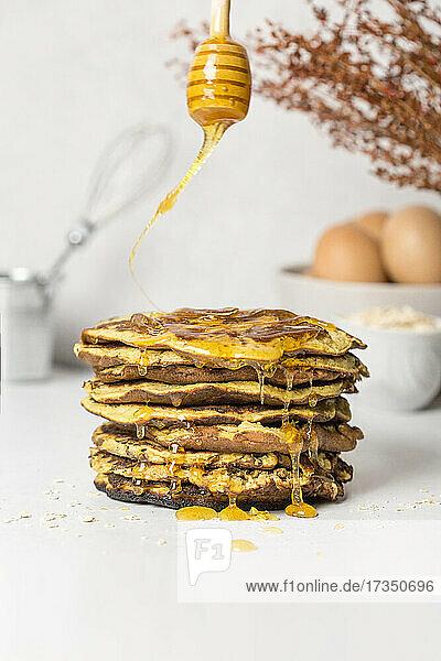 Bananen-Pancakes mit Honig