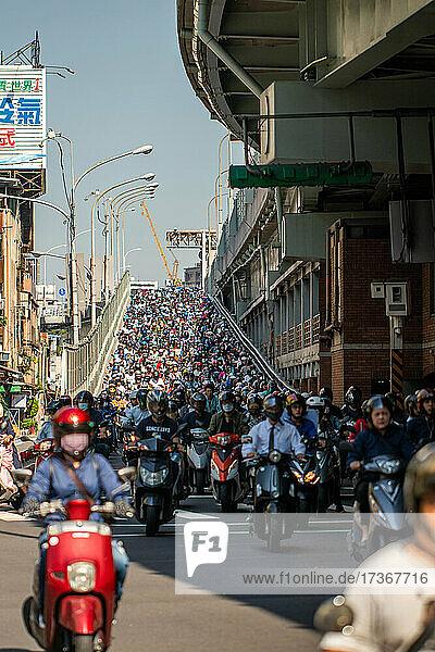 Heavy traffic moving on city bridge  Taiwan Heavy traffic moving on city bridge, Taiwan