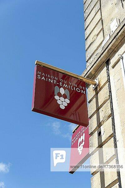 Hinweisschild auf das Haus des Weins  Saint Emilion  Gironde  Nouvelle-Aquitaine  Frankreich  Europa Hinweisschild auf das Haus des Weins, Saint Emilion, Gironde, Nouvelle-Aquitaine, Frankreich, Europa