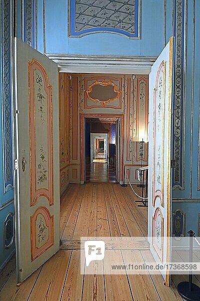 Blick durch Tür  gesehen vom chinesischen Kabinett  Schloss Rheinsberg  Brandenburg  Deutschland  Europa Blick durch Tür, gesehen vom chinesischen Kabinett, Schloss Rheinsberg, Brandenburg, Deutschland, Europa