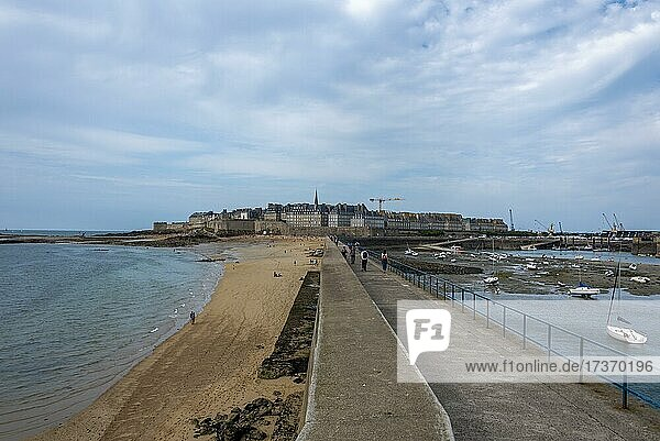 Fortified rampart  Saint Malo  Ille et Vilaine  Brittany  France  Europe