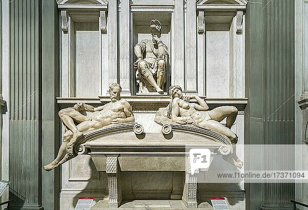 Tomb of Lorenzo di Piero de' Medici with the recumbent figures Evening  left  and Morning  right  in the Sagrestia Nuova  New Sacristy  sculptor Michelangelo Buonarroti  Cappelle Medicee  Medici Chapels  San Lorenzo  Florence  Tuscany  Italy  Europe