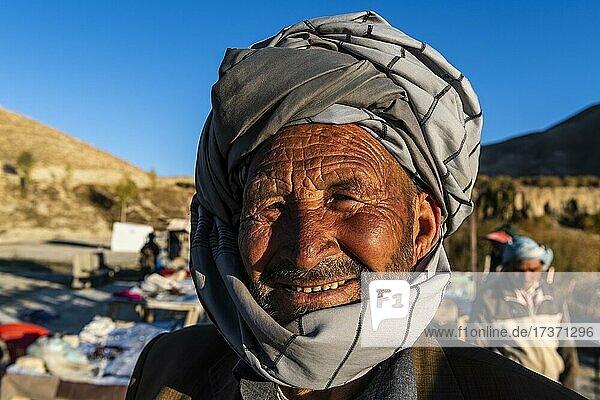 Freundlicher alter Hazara-Mann  Unesco-Nationalpark  Band-E-Amir-Nationalpark  Afghanistan  Asien Freundlicher alter Hazara-Mann, Unesco-Nationalpark, Band-E-Amir-Nationalpark, Afghanistan, Asien