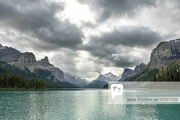 Turquoise blue glacial lake Maligne Lake  mountains Mount Paul  Monkhead and Mount Warren in the back  Maligne Valley  autumn  Jasper National Park National Park  Canadian Rocky Mountains  Alberta  Canada  North America