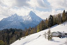 Kirche auf verschneiten Berg, Maria Gern Kirche, Berchtesgaden, Bayern, Deutschland