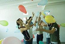 Freundschaft,Luftballon,Ballon,fließen,Himmel,jung,schlagen