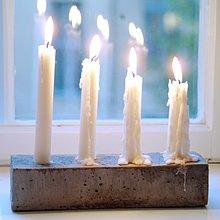 Candle Stick im Fenster