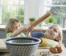 Kinder (8-9 Jahre) in der Küche