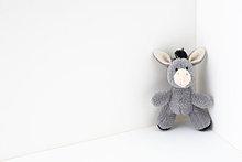 Gefüllter Esel in der Ecke