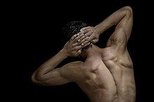 Rückseite des bare chested man