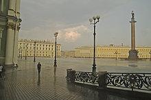Der Schlossplatz bei Regen St.Peterburg Russland
