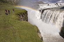 Island, Männer Mountainbike in hügeligen Landschaft