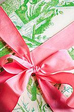 Farbband auf einem Geschenk