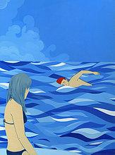 Frau beobachtet einen im Meer schwimmenden Mann